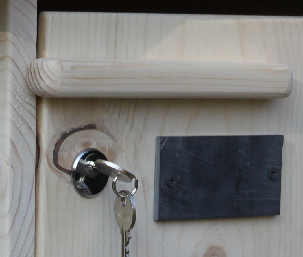 Boite aux lettres bois - détail de la porte